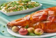 Pierna de cerdo al horno y ensalada